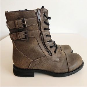 I.D. Required | Girl's Brown Mace Up Boots Size 2